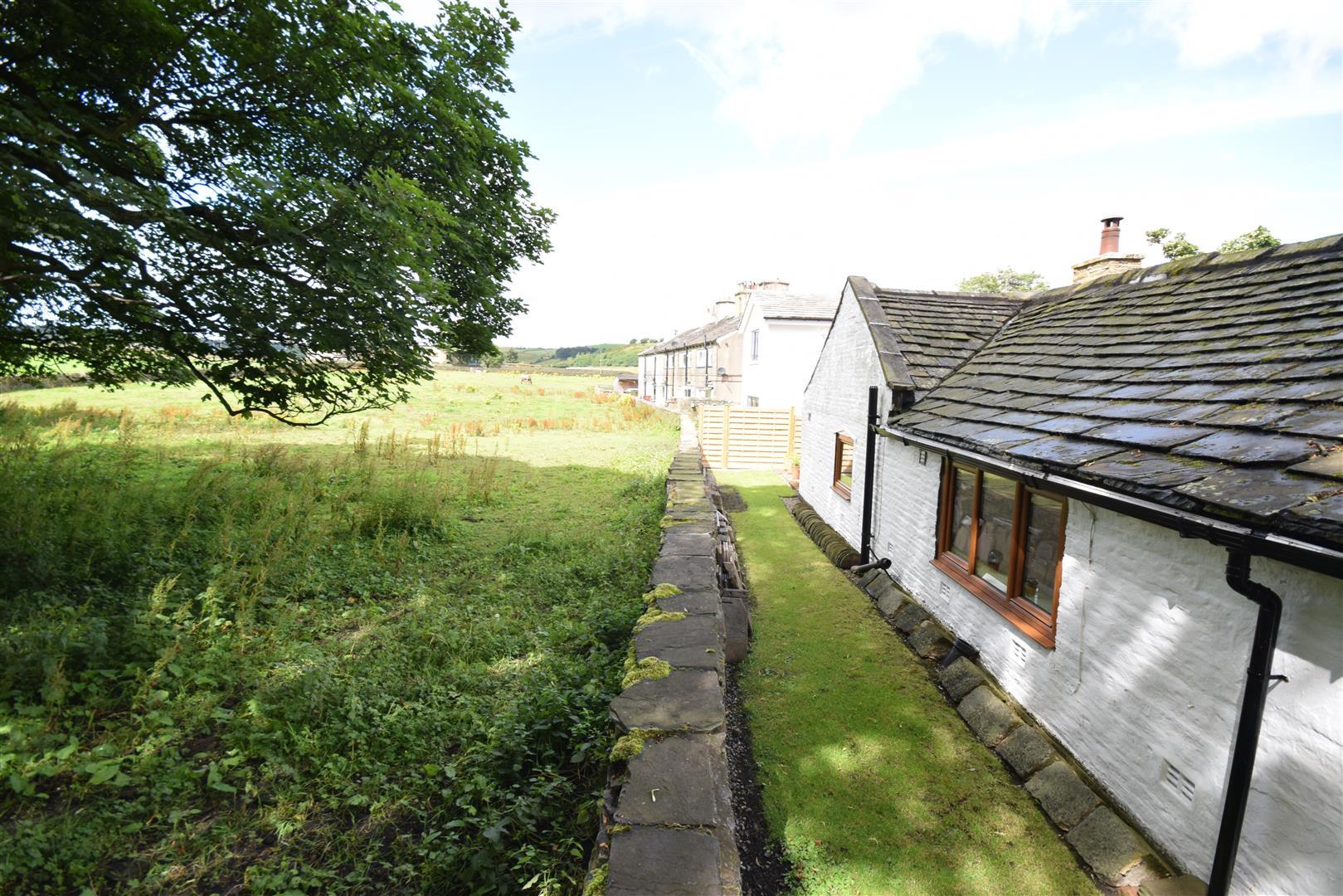 1 Bunney Green, St Cass, Northowram, Halifax, HX3 7SP